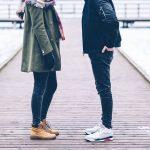 people-couple-shoe-sneakers-moda-viaje-ropa-senderismo