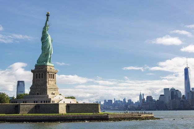 estatua-libertad-horizonte-ciudad-nueva-york-estados-unidos-free-tour